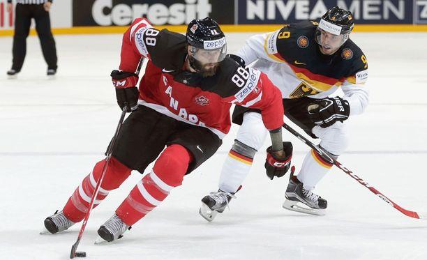 Brent Burns oli tällä kaudella puolustajien pistepörssin kakkonen NHL:ssä.