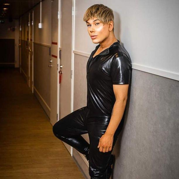 Uuden singlensä promokuvassa Joni Virtanen on stailattu plastisella tyylillä. Hän kertoo tähtäävänsä musiikkiuralle.