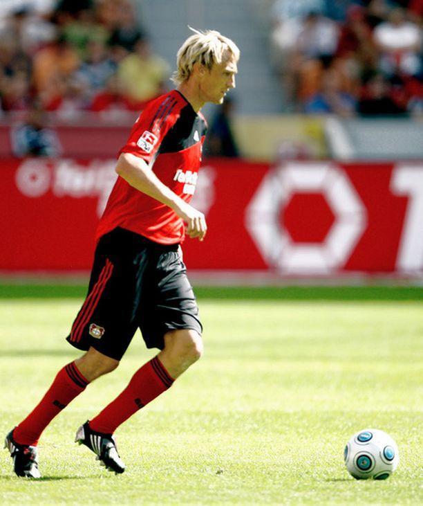 Sami Hyypiä luuti täydet minuutit Leverkusenin alakerrassa.
