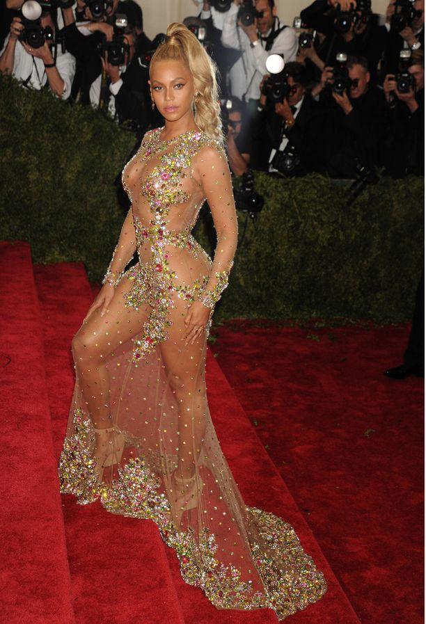 Beyonce ponnaripäänä MET -gaalassa.