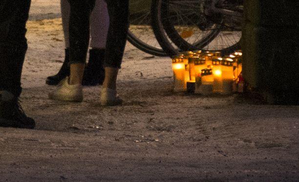 Keravalaiset muistelivat epäillyn henkirikoksen uhria kaupungin keskustassa.
