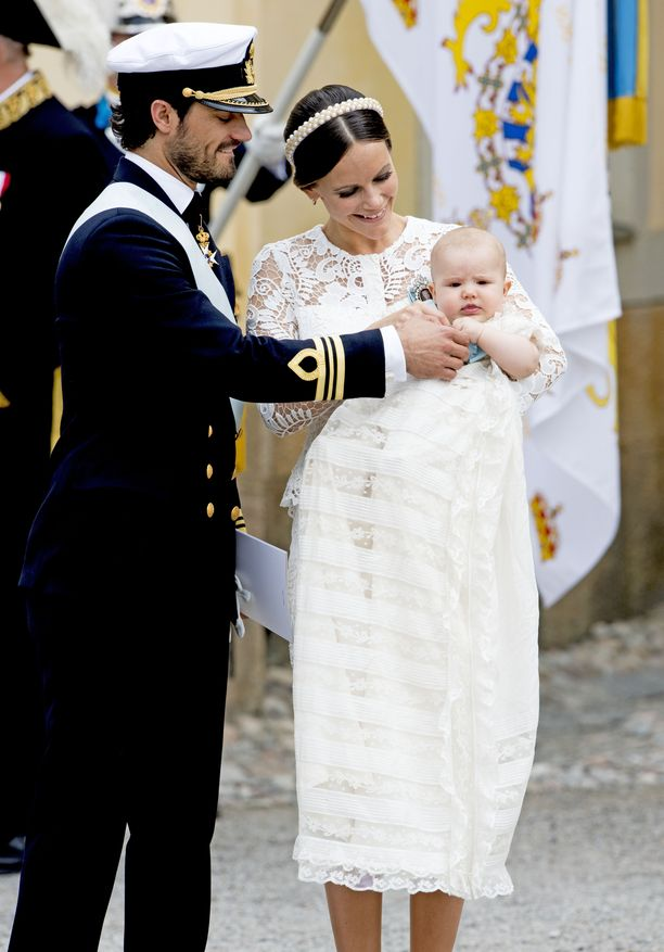 Prinssi Carl Philip, prinsessa Sofia ja suloinen prinssi Alexander.