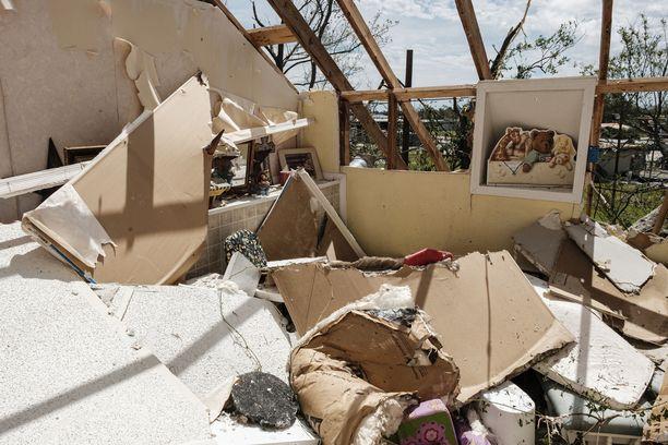 Osa rakennuksista on tuhoutunut täysin hurrikaanin ravistellessa Louisianaa ja Texasia.