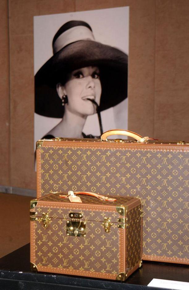 Tämä Hepburnin matkalaukkusarja oli taannoin huutokaupattavana. Tuotot menivät hyväntekeväisyyteen.