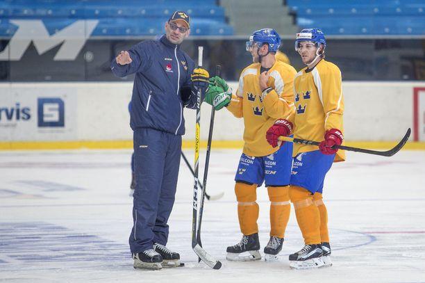 Peter Popovic pelasi NHL:ssä Montreal Canadiensissa, New York Rangersissa, Pittsburgh Penguisissa ja Boston Bruinsissa. Nykyään hän toimii Ruotsin maajoukkueen apuvalmentajana.