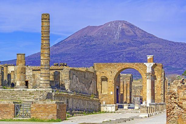 Vesuvius Napolin lähellä on Euroopan mantereen ainoa aktiivinen tulivuori.