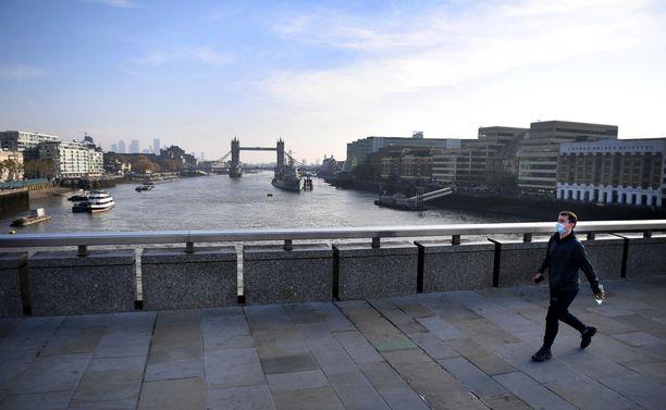 Englantia koskevat sulkutoimet ovat päättymässä 2. joulukuuta, mutta koko Britannia siirtyy aiempaa tiukempiin rajoituksiin.