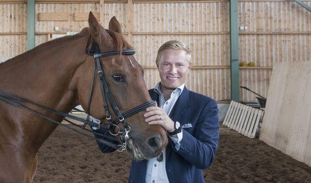 Lauri Salovaara joutui ratsastusonnettomuuteen. Kuva vuodelta 2014.