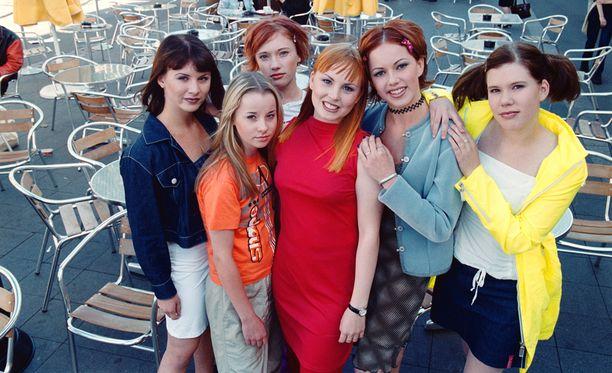 Näin viattomilta TikTak-yhtyeen tytöt näyttivät ensimmäisen albuminsa tienoilla. (Petra kuvassa toinen oikealta).