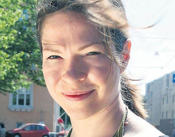 Vihreiden eduskuntaryhmän puheenjohtaja Anni Sinnemäki lupaa tuoda vapaan autoedun poiston hallituksen budjettiriiheen puitavaksi.