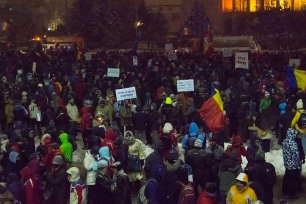 Mielenosoitukset ovat kestäneet Bukarestissa jo viisi päivää. Torstaina paikalla oli noin 1500 ihmistä, kun sunnuntaina heitä oli 250 000.
