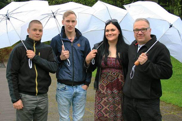 Maajussille morsian -ohjelmassa rakkautta etsivät Tero, Paavo, Laura ja Timo.