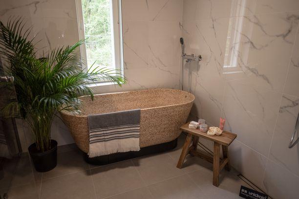 Asuntomessuilla esillä olevat ammeet ovat uuden kylpyammeen prototyyppejä.