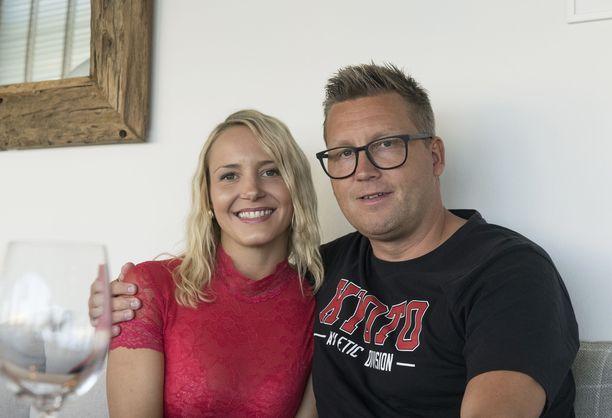 Jani Sievinen ja Maria Nyqvist kihlautuivat huhtikuussa 2019. Kuva on napattu viime elokuussa.