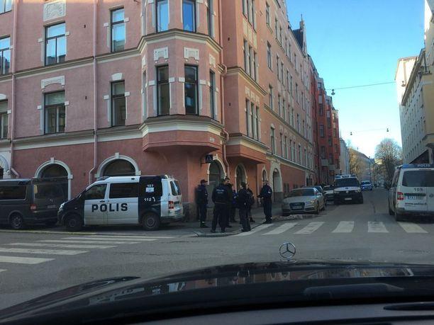 Poliisi sai hälytyksen Helsingin Ullanlinnaan kello 15 sunnuntaina.