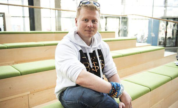 Sampo Kaulanen tunnetaan suositusta Jounin Kaupasta. Mies on aktiivinen sosiaalisessa mediassa.