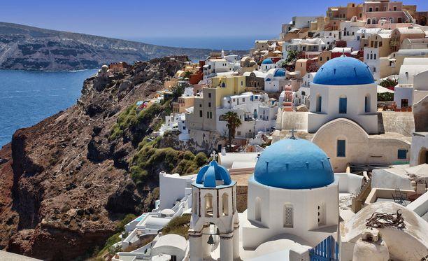 Santorini tunnetaan sen upeista maisemista.