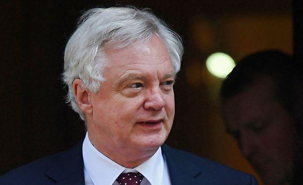 Britannian EU-erosta vastaava ministeri David Davis eroaa tehtävästään.