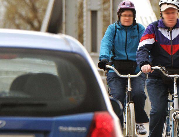 Pyöräilijää päin paukahtava auton ovi on aina vaarallinen.