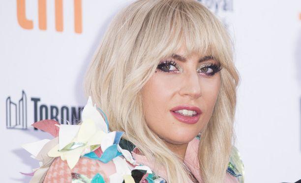 Lady Gaga kärsii kovista kivuista.