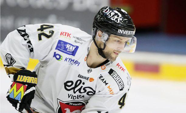Arto Laatikainen on edustanut SM-liigassa Bluesia, JYPiä, Tepsiä ja Kärppiä.