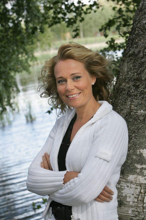 Sari Tamminen tuli koko kansan tutuksi Kesäillan valssi -ohjelmasta. Kuva vuodelta 2007.