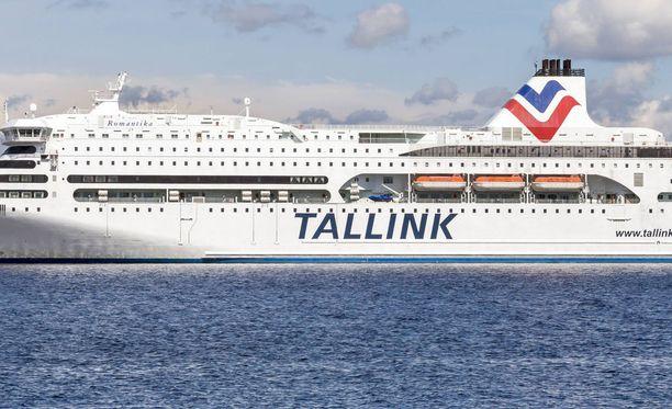 Mieshenkilö joutui veden varaan Tallinkin Victoria I -aluksella, joka oli matkalla Tukholmasta Maarianhaminan kautta Tallinnaan. Kuvituskuva