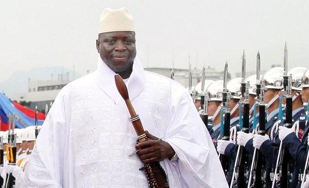 Yahya Jammeh hallitsee maata itsevaltiaan ottein.