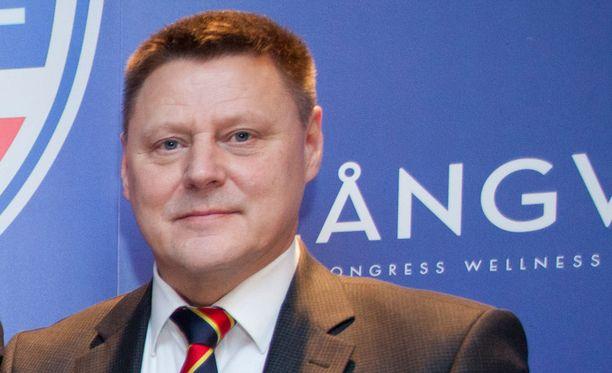 Liikemies Kai Paananen tapasi Pietarissa Jokereiden pelissä suomalaisia poliitikkoja.