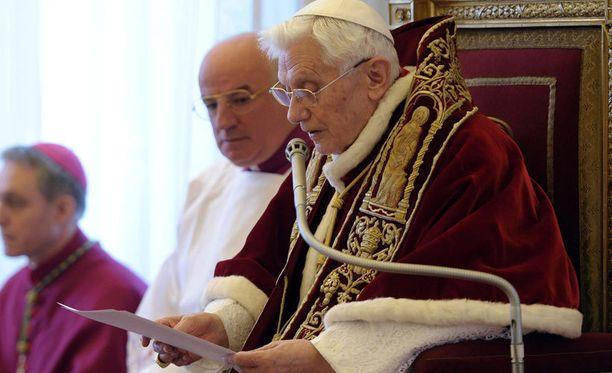 Benedict XVI kertoi väistyvänsä tehtävästään tänään Vatikaanissa.
