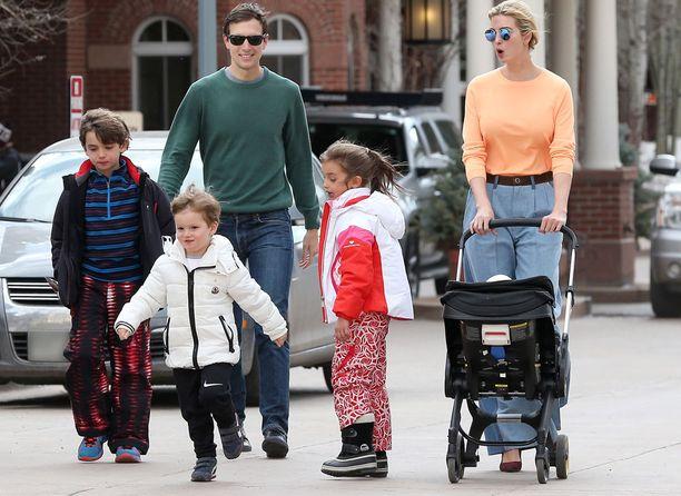 Ivanka Trump perheensä ja sisarustensa kanssa Aspenissa.