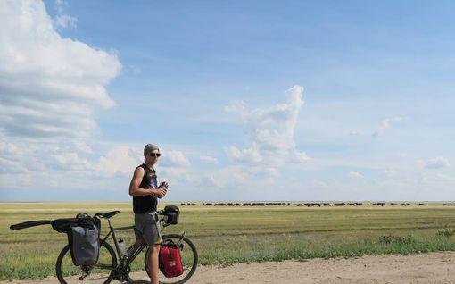 Lauri ja Antti pyöräilivät maailman ympäri - jahtasivat varasta Kiinassa ja pakenivat kulkukoiria Venäjällä