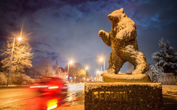 Berliinin tunnusmerkki, karhu, on saanut lumipeitteen.