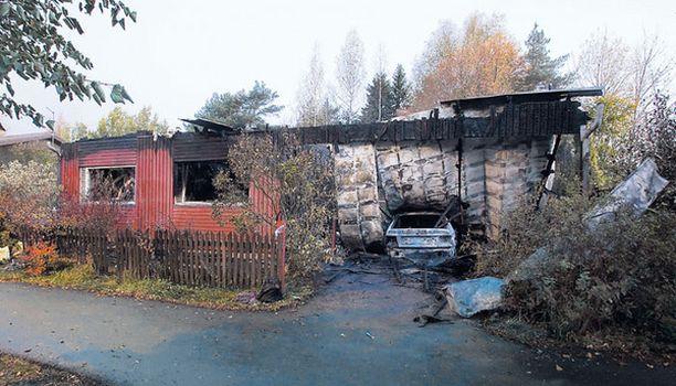 Tupaantuliaisiksi tarkoitetut juhlat muuttuivat tragediaksi, kun talon saunan läheltä alkanut palo levisi räjähdysmäisen nopeasti asuintiloihin.