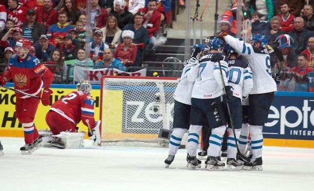 Suomi kohtaa MM-finaalissa joko USA:n tai Kanadan.