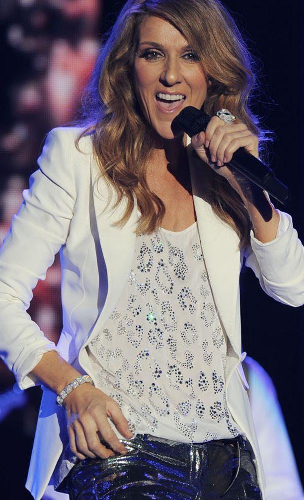 Celine Dion palasi rytinällä.
