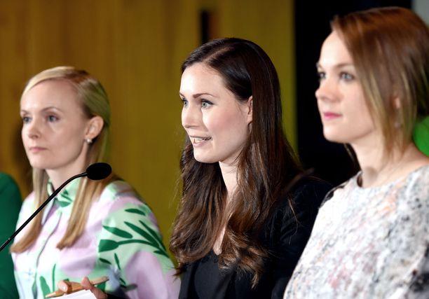 Hallituksen ilmastokokouksen tiedotustilaisuudessa vihreiden puheenjohtaja Maria Ohisalo, pääministeri Sanna Marin (sd) ja keskustan puheenjohtaja Katri Kulmuni.
