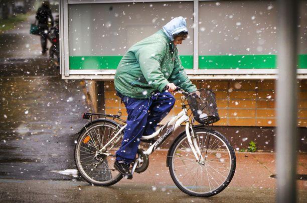 Lumi- tai räntäsateita voi tulla lauantain aikana eteläisillä rannikkoseuduilla. Arkistokuva.