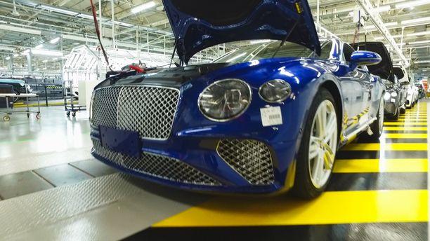 Tämän ohjelmassa valmistettavan sinisen Continental GT -auton on tilannut kiinalainen asiakas. Hän valitsi auton värin tehtaan omasta värikartasta.
