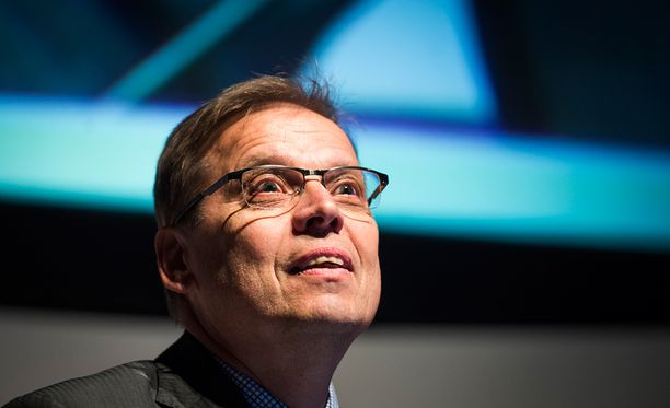 Lauri Lyly tunnetaan muuan muassa SAK:n puheenjohtajana 2009-2016.