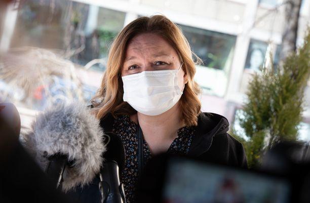 Krista Kiurun mukaan on kansallisen rokoteasiantuntijaryhmän käsissä, missä vaiheessa kolmannen rokoteannoksen tarvitsevien ryhmä laajenee. Arkistokuva.
