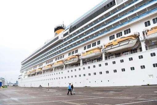 Costa Pacificalle mahtuu lähes 3 800 matkustajaa ja yli tuhathenkinen miehistö. Se ei kuitenkaan kuuluu risteilyalusten suurimpiin.