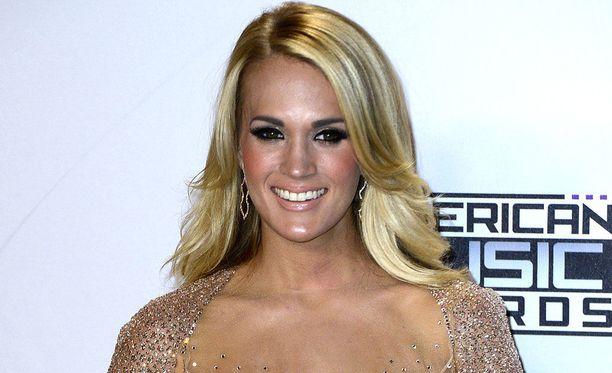 Carrie Underwood ei sulattanut tuomariston ratkaisua Florida-pelin loppuhetkillä.