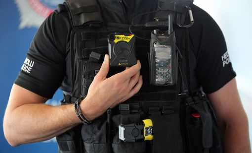 New York Times kertoo tuoreen yhdysvaltalaistutkimuksen paljastavan, ettei poliisien haalarikameroilla ole juuri vaikutusta poliisien käyttäytymiseen.