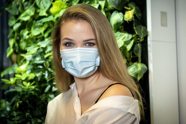 Maskimeikissä silmät kannattaa meikata näyttävästi ja jättää muu vähemmälle, neuvoo meikkitaiteilija Riia Koivisto.