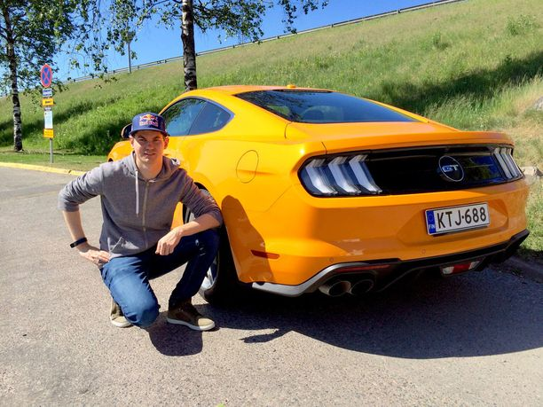 Fordin maahantuoja antoi Teemu Suniselle koeajoon Mustang 5,0 GT:n.