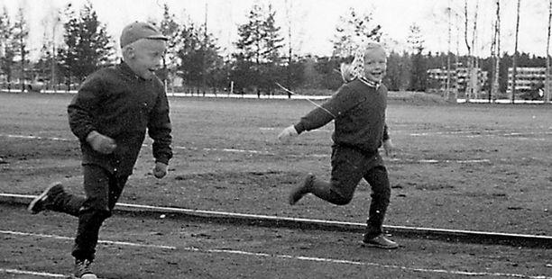 – Juoksemme Mervin kanssa kilpaa Imatrankosken urheilukentällä viisivuotiaina. En olisi varmaan mennyt mukaan kilpailutoimintaan, ellei isä olisi rohkaissut.