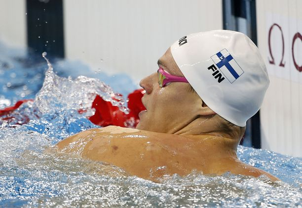 Ari-Pekka Liukkonen avasi Suomen sekaviestisuorituksen.