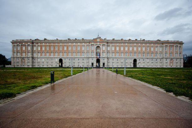 Valtavassa palatsissa on 1200 huonetta.