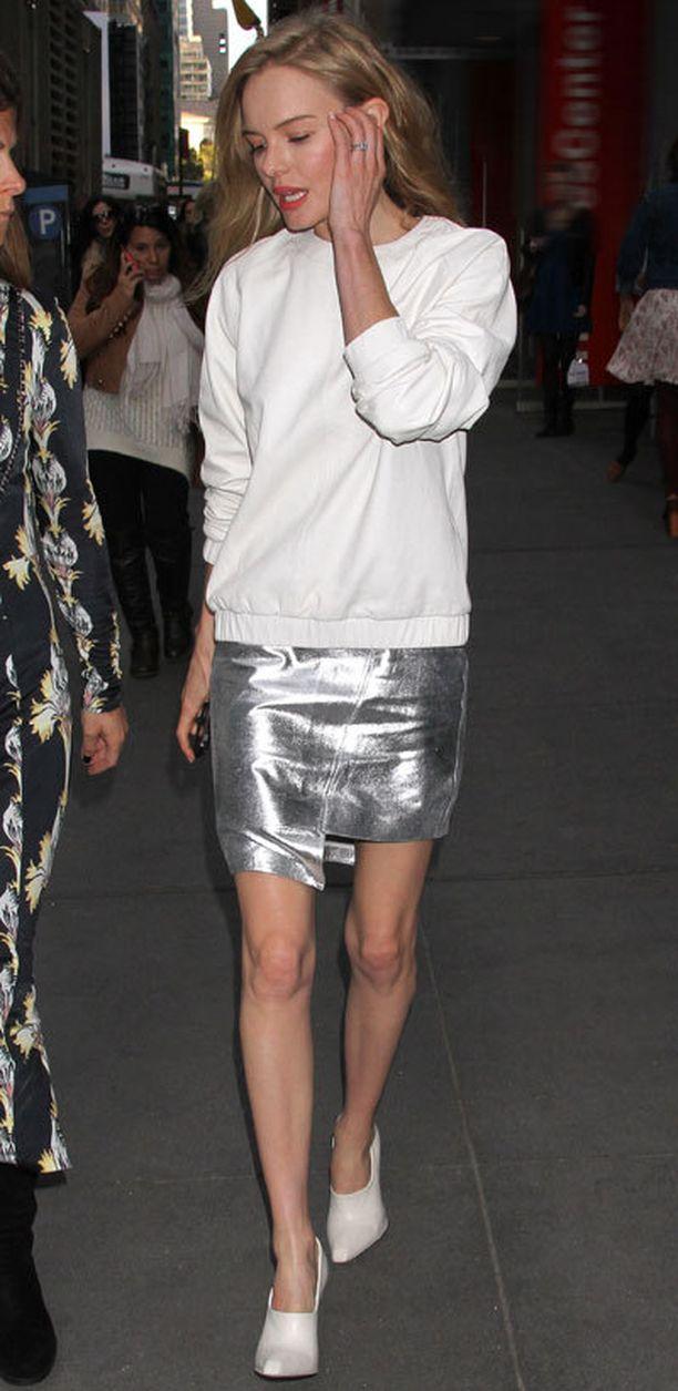 Kate Bosworth, 30, yhdistää minimitan tyylikkäästi rentoon svetariin.